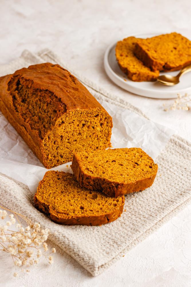 Nakrájený sladký dýňový chleba
