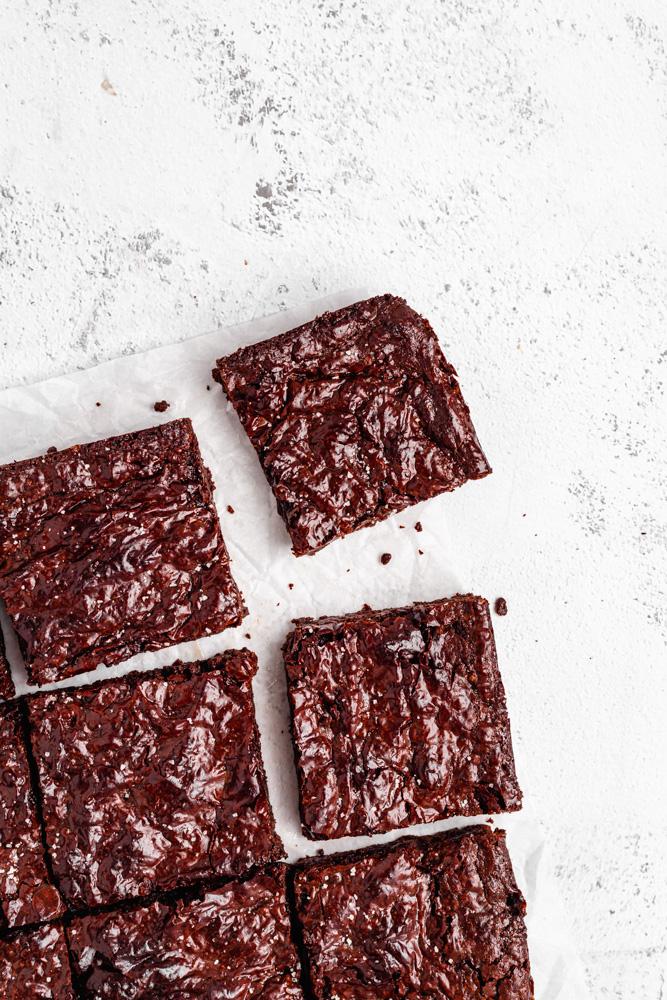 Brownies s lesklým popraskaným povrchem