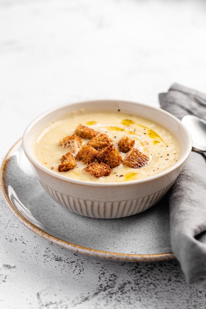 Krémová česneková polévka s krutony