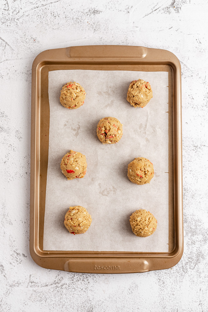 Scoop out cookie balls on baking tray
