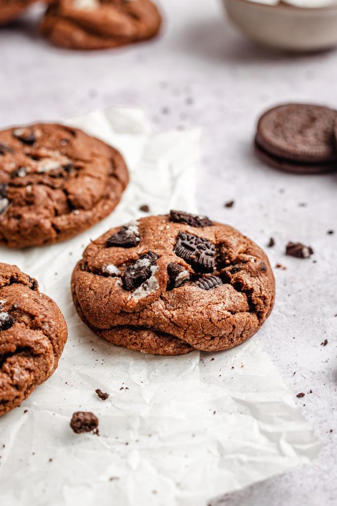 Vegan Chocolate Cookies & Cream Cookies