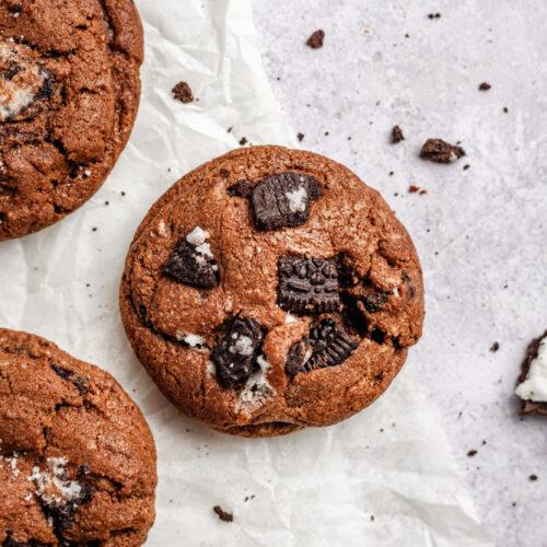 Choccolate cookies with chunks of Oreo cookies