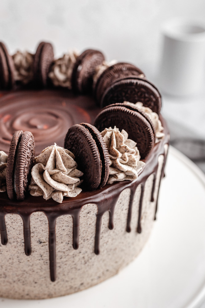 Oreo cake decorated with Oreo buttercream frosting and Oreo cookies