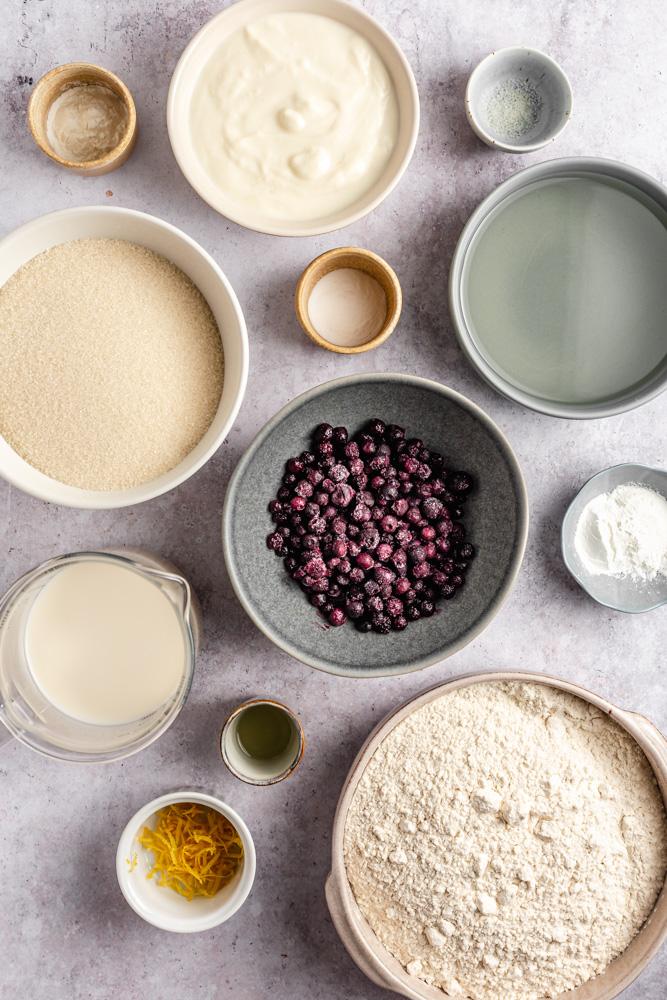 Ingredience na vegan citronovo-borůvkový dort