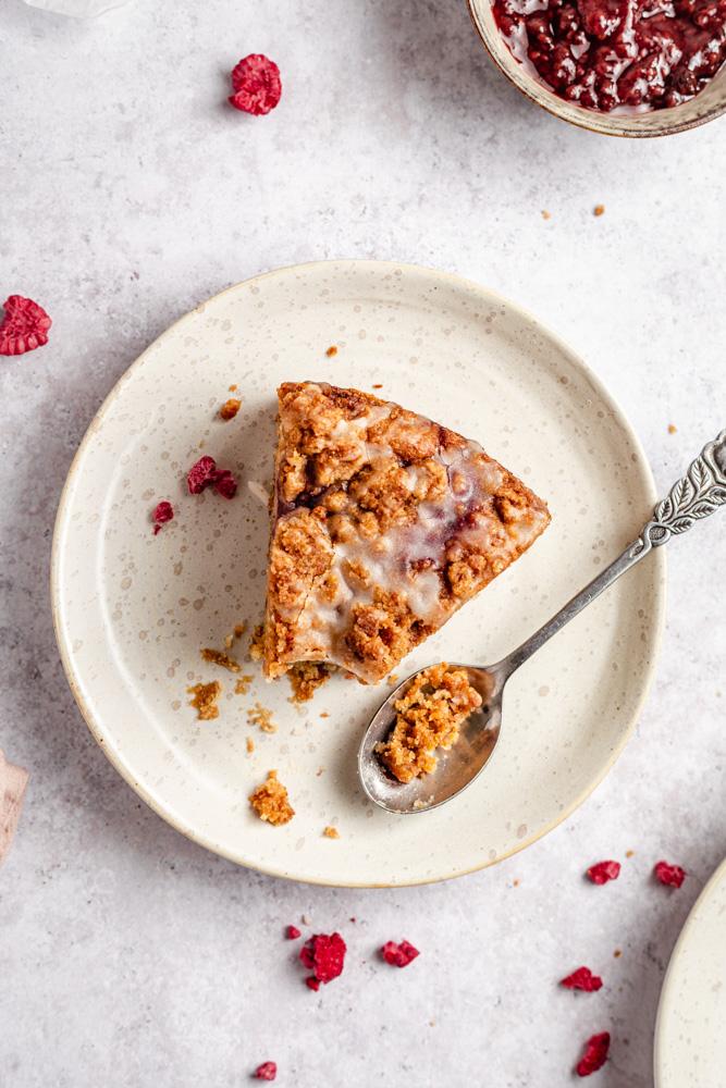 Malinový koláč s drobenkou a polevou