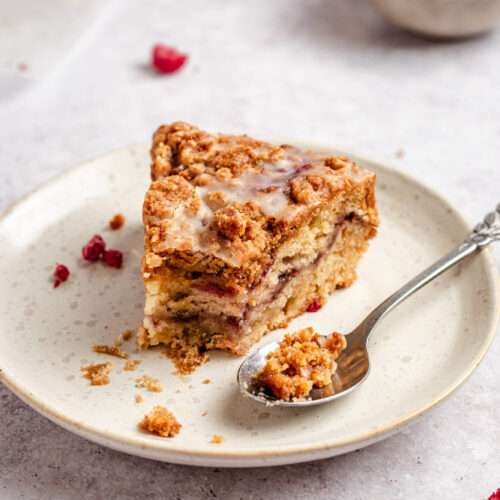 Vegan malinový koláč s drobenkou